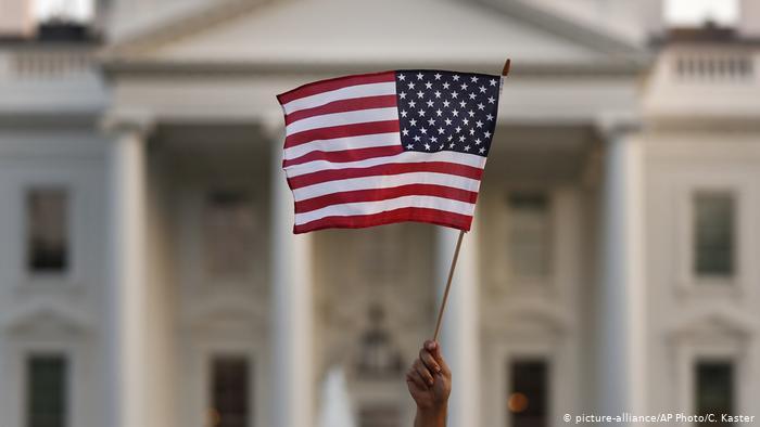 USA Einschränkungen des Einwanderungsvisums (picture-alliance/AP Photo/C. Kaster)
