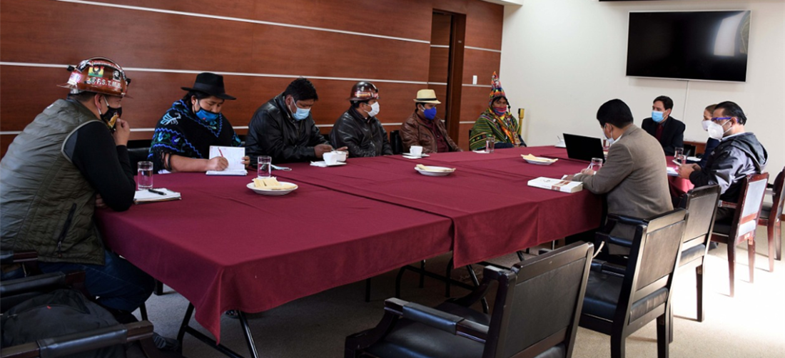 Reunión entre representantes del TSE y movilizados en la ciudad de La Paz. Foto. APG