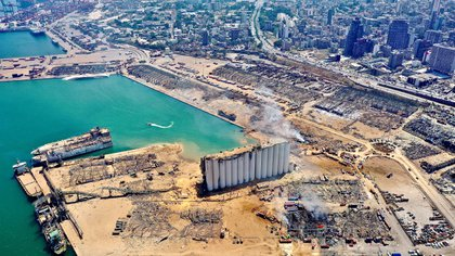 Así quedó la zona del puerto tras las explosiones (Instagram/ @Rabzthecopter/via REUTERS)