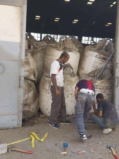 Imagen del supuesto depósito de nitrato de amonio que explotó en el puerto de Beirut (Michael A. Horowitz/Twitter)