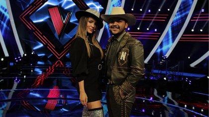 La pareja funge como coaches de la edición 2020 del programa La Voz México (Foto: Instagram@ lavoztvazteca)