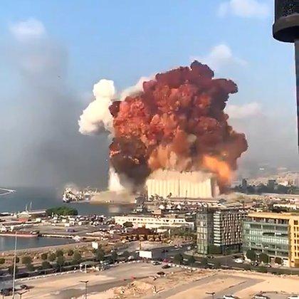 El momento de la explosión del depósito en el puerto
