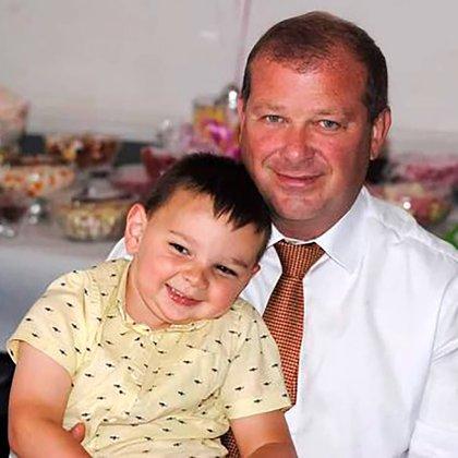 Tony junto a su papá, Mark Hudgell (Familia Hudgell)