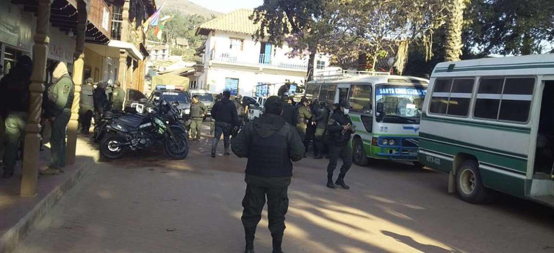La Policía llegó a Samaipata. Foto: Reinaldo Seas