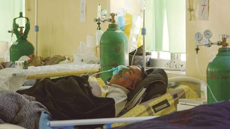Los hospitales viven horas de angustia por falta de oxígeno