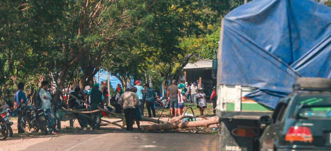 Continúa el bloqueo en Tiquipaya. Fotos: Jorge Uechi