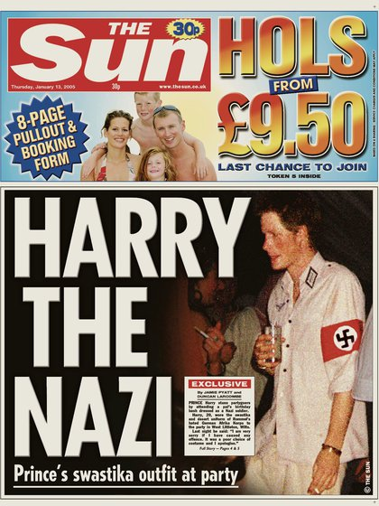 13 de enero de 2005. El príncipe Harry es portada de la revisa The Sun por disfrazarse de nazi en una fiesta de un amigo
