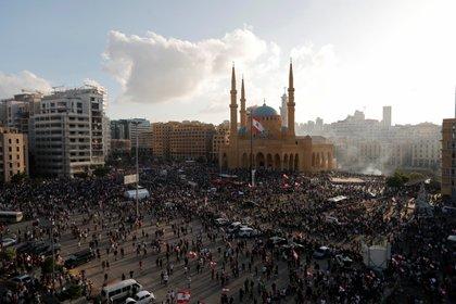 Tras intentar ingresar al Parlamento, un grupo logró entrar al Ministerio de Exteriores (REUTERS/Thaier Al-Sudani)