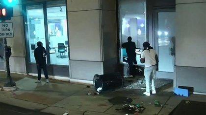 Cientos de personas participaron de la violencia