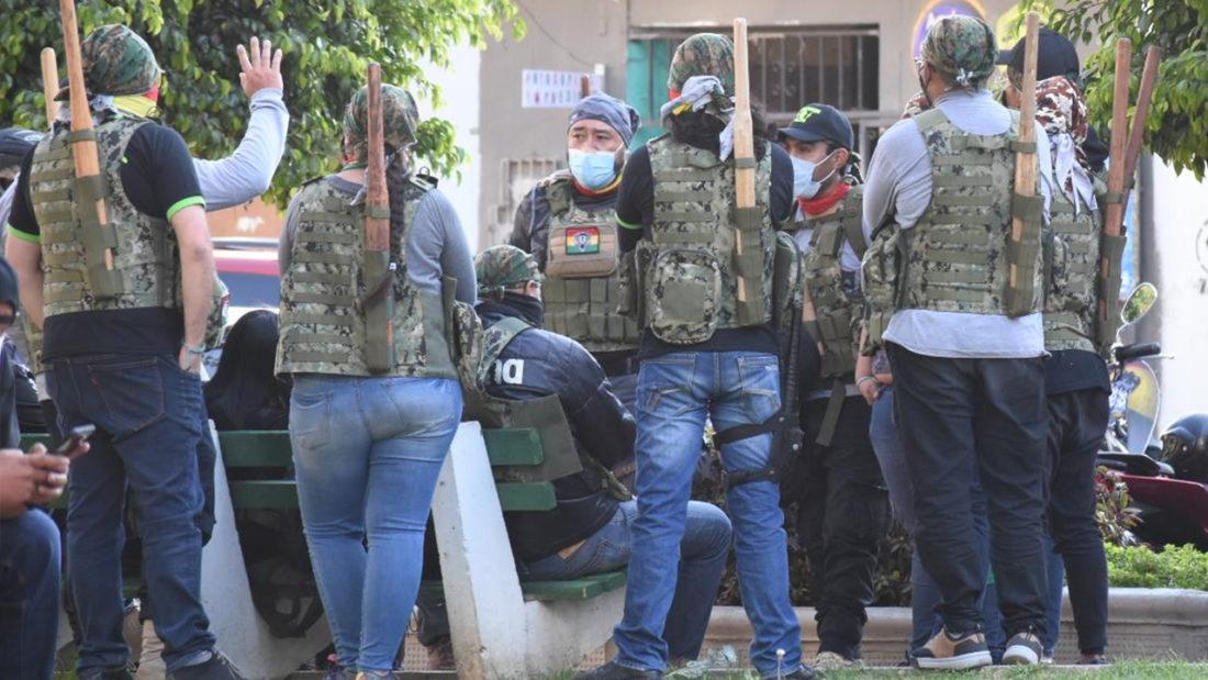 La agrupación Resistencia Juvenil Cochala en una de las calles de Cochabamba