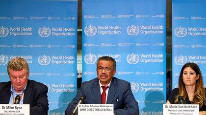 La OMS volvió a generar dudas sobre la transmisión del coronavirus (REUTERS/Denis Balibouse)