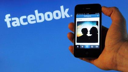 A finales del mes pasado Facebook pagó 5.000 millones en otra multa (Foto: EPA/JULIAN STRATENSCHULTE)