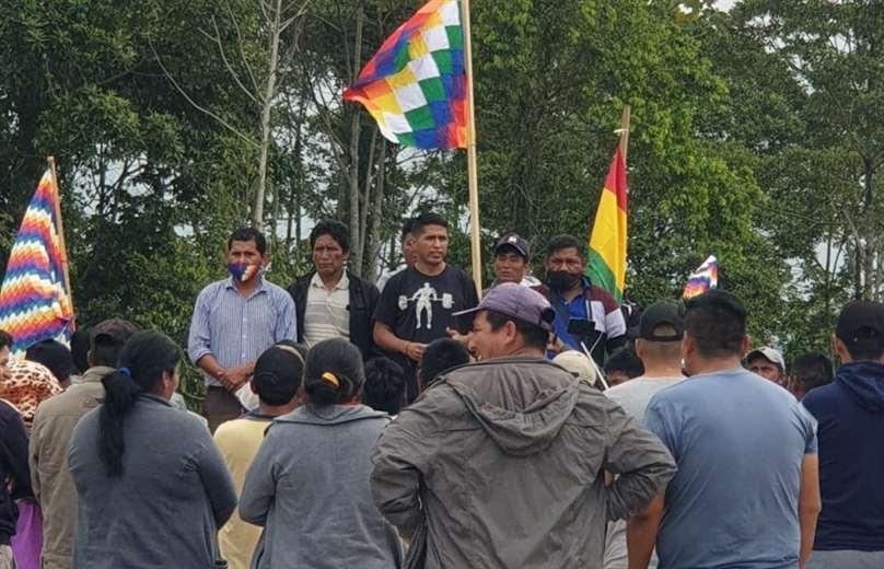 Andrónico Rodríguez (centro) estuvo en un punto de bloqueo en Yapacaní