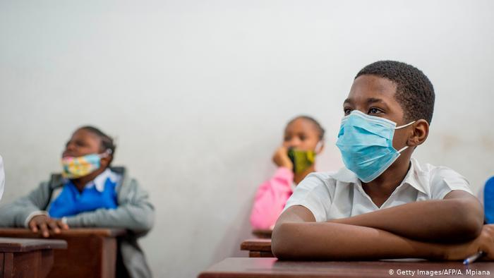 Demokratische Republik Kongo   Coronavirus   Schulstart (Getty Images/AFP/A. Mpiana)