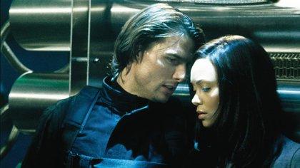 """Thandie Newton con Tom Cruise en una escena de """"Misión Imposible"""""""
