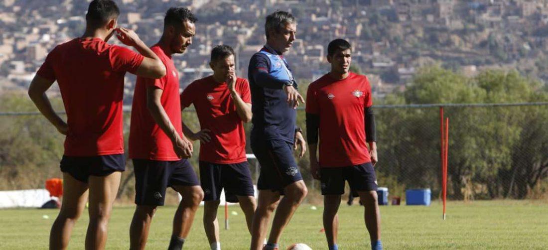 Práctica de Wilstermann, que ya se prepara para sus partidos de Copa Libertadores. Foto: APG