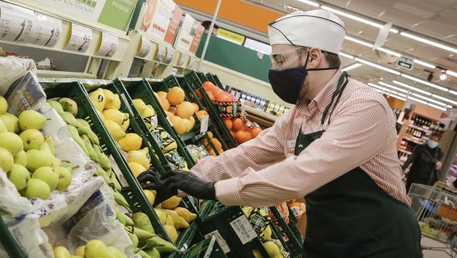 Trabajador en un un supermercado