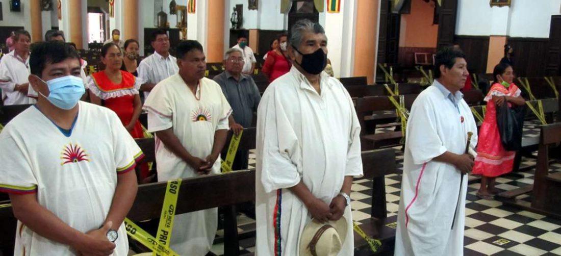 Marcial Fabricano (centro), histórico dirigente, asistió a la misa que se efectuó esta tarde en Trinidad. Foto: APG