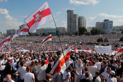 El domingo miles de bielorrusos participaron de una multitudinaria movilización contra el presidente Alexander Lukashenko (REUTERS/Vasily Fedosenko)