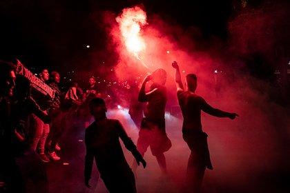 Explosión de alegría en París tras la primera final del PSG. EFE/EPA/IAN LANGSDON