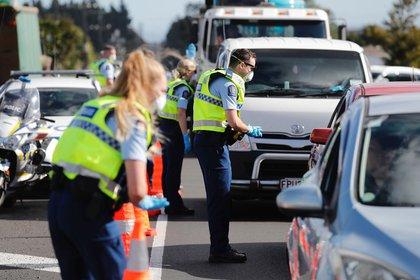 Controles en una autopista de Auckland (AP)