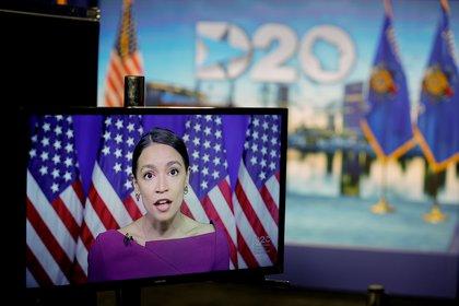 Alexandria Ocasio-Cortez durante su discurso en la Convención Nacional Demócrata. REUTERS/Brian Snyder/Pool