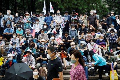 La protesta del sábado en Seúl. Un pastor ultraderechista que convocó al acto dio positivo y quedó hospitalizado (Reuters)