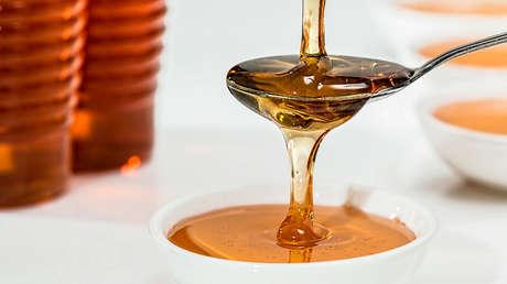 La miel podría ser mejor que las medicinas de venta libre a la hora de curar tos y resfriados, dice un nuevo estudio