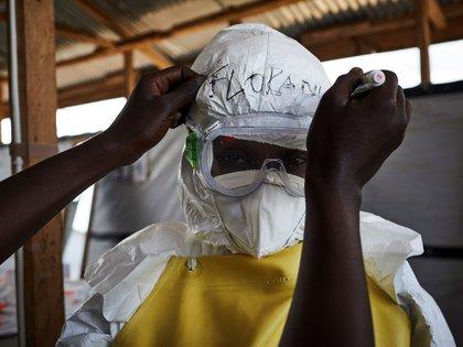 Al menos 43 personas han muerto y 100 han sido contagiadas de ébola en el noroeste del Congo (RDC) desde que se declarara este brote el pasado 1 de junio (EFE)