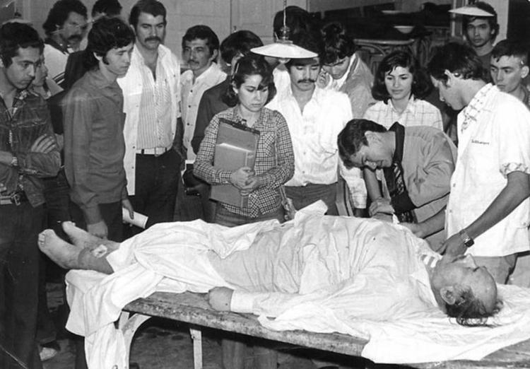El cuerpo del criminal nazi en la morgue del Paraguay, donde los estudiantes de medicina celebraron porque podían practicar con su bisturí (ABC Color)