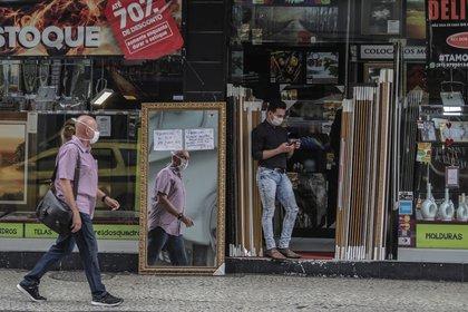 Vista de una tienda en el barrio de Copacabana el 10 de junio de 2020 en Río de Janeiro (Brasil). EFE/Antonio Lacerda