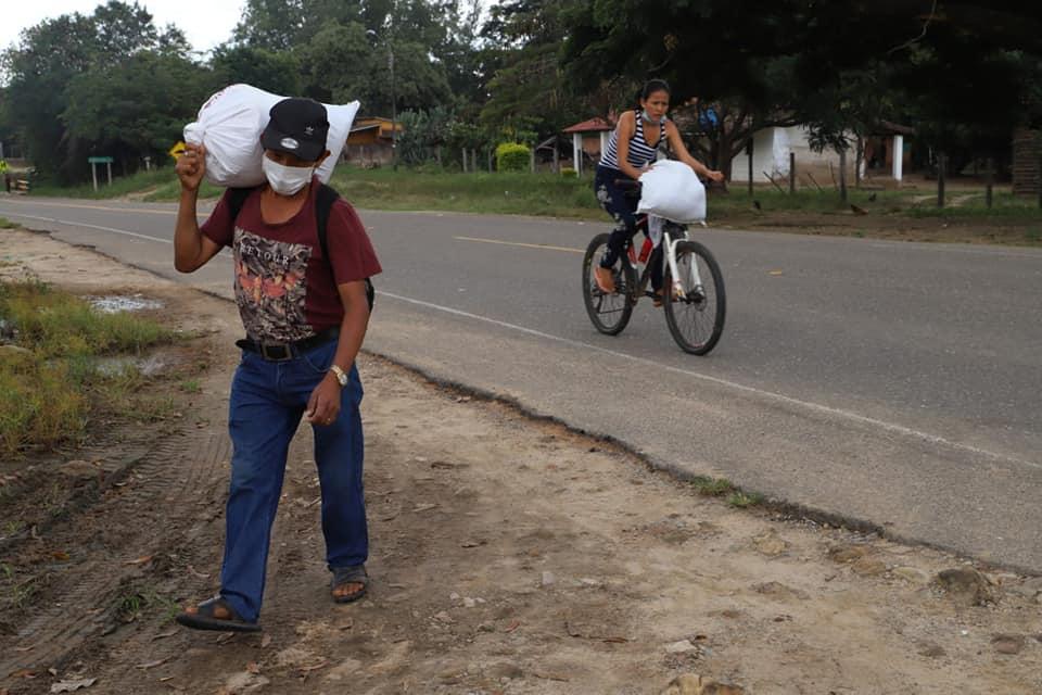 Gente transportandose en Santa Cruz Foto Gobernación Cruceña