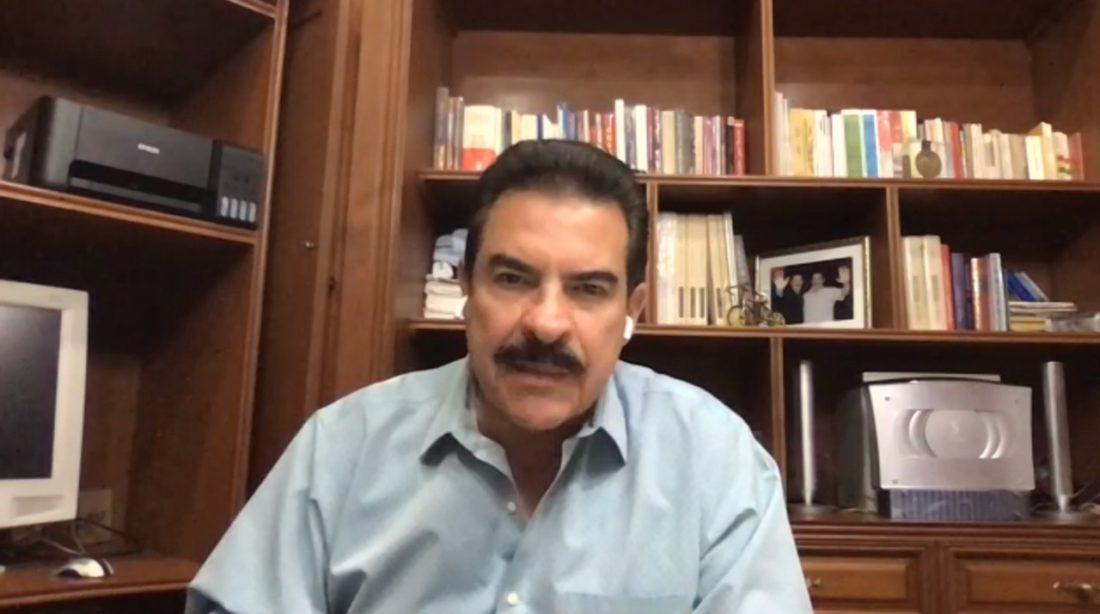El exalcalde y exgobernador de Cochabamba, Manfred Reyes Villa, durante una entrevista con Buena Noche de Opinión.
