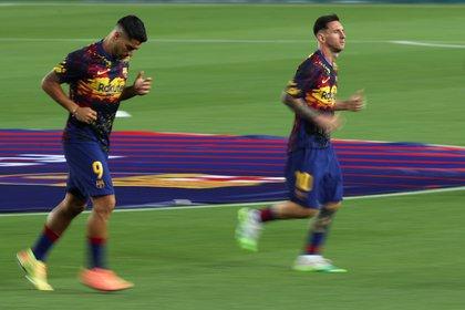 A Suárez ya le habrían comunicado la decisión de prescindir de él: otro golpe a Messi (REUTERS/Albert Gea)