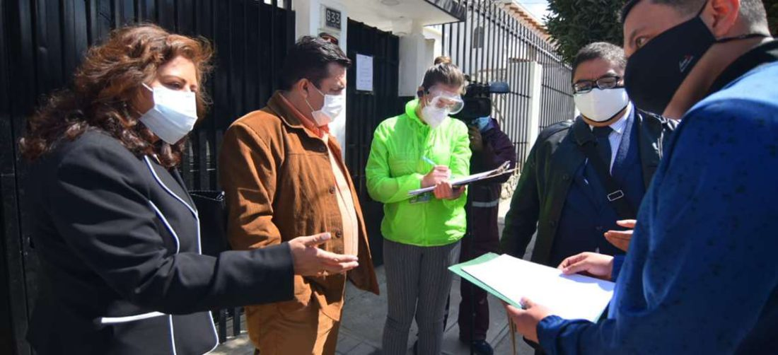 Robert Blanco no pudo ingresar el lunes a las oficinas de la FBF en La Paz. Foto APG