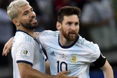 Amigos en la selección, Messi y Agüero ahora también compartirán club.