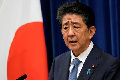 Abe habla en conferencia de prensa en su residencia oficial (Franck Robichon/Pool vía REUTERS)