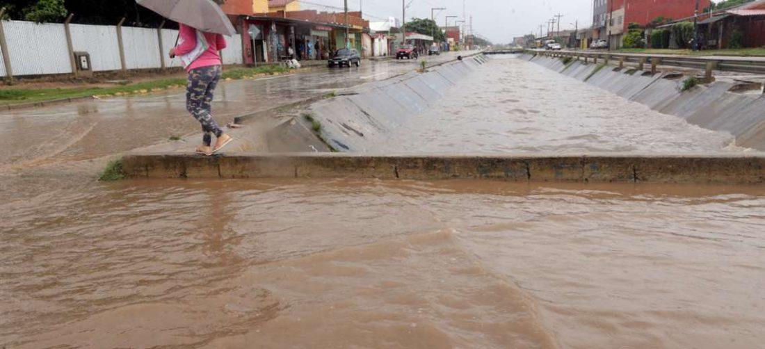 Los canales soportan grandes caudales de agua cuando llueve /Foto: Fuad Landivar