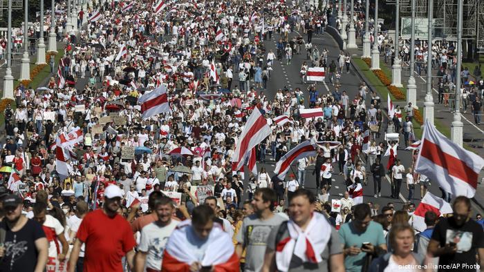 Protestas masivas en Minsk contra el gobierno de Lukashenko, el 30 de agosto de 2020.