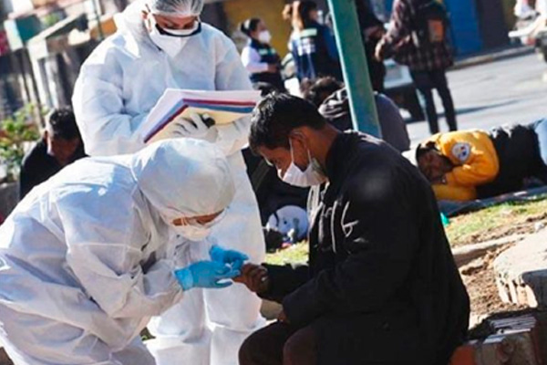 Pruebas rápidas Covid-19 en personas en situación de calle en Cochabamba Foto: Los Tiempos