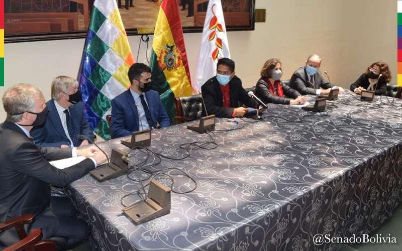 El Senador Rodríguez recibió la visita de los expertos.