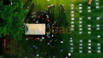 La ceremonia en el cementerio desde el drone de Infobae