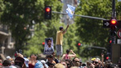 Más de 100 mil personas se acercaron a la Plaza de Mayo (Adrián Escandar)