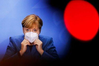 FOTO DE ARCHIVO. La canciller alemana, Angela Merkel, participa en una conferencia de prensa, en Berlín, Alemania. 28 de octubre de 2020. REUTERS/Fabrizio Bensch/Pool