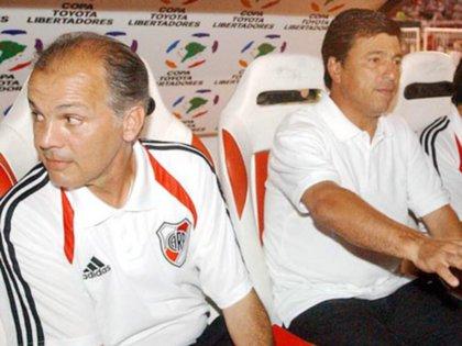 Sabella empezó como ayudante de campo en el cuerpo técnico de Daniel Passarella.