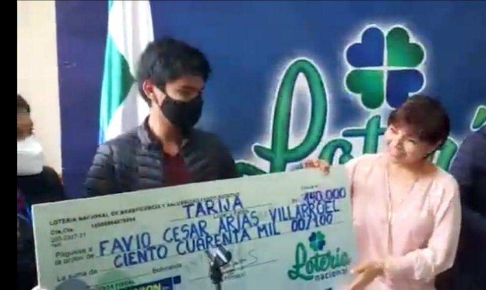 Fabio Arias, el tarijeño que se lleva Bs 140 mil de la lotería nacional