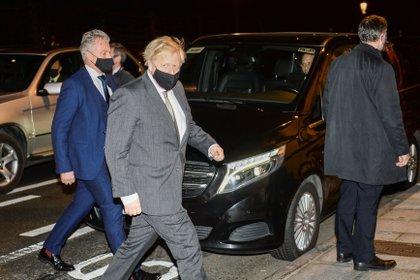 El primer ministro británico Boris Johnson llegando a la embajada británica en Bruselas, Bélgica. December 9, 2020. REUTERS/Johanna Geron