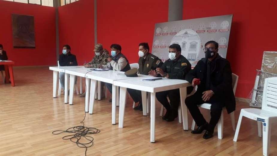 Autoridades reunidas en Potosí - Foto: El Potosí