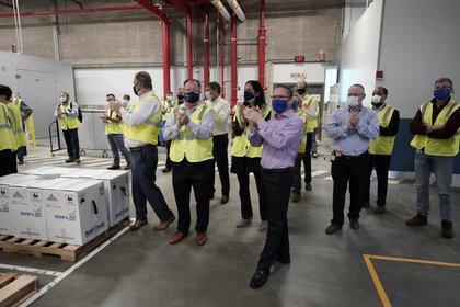 Emoción en la planta de Pfizer en Kalamazoo durante los preparativos para el primer envío