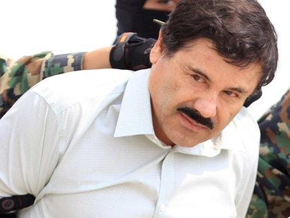 """El Chapo considera, de acuerdo con sus pláticas, que el peor delito que existe es el secuestro, y sobre el narcotráfico opina que la gente consume drogas porque elige hacerlo. Tiene una frase que siempre pronuncia: """"Los hechos son los que te recomiendan"""" (Foto: EFE/Mario Guzmán/Archivo)"""